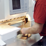 Weiterverarbeitung von Produkten mit vielen flexiblen Maschinen